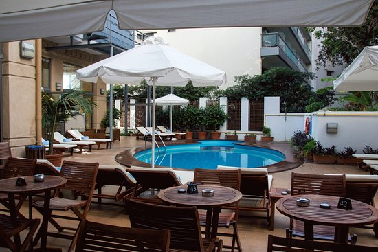Ibiscus Hotel: small but clean pool area pity some of the guests hog the sun beds and go off to the beach