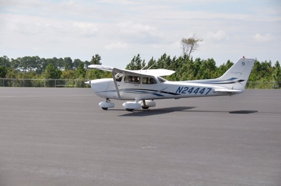 Oak Island, NC: Brunswick Air Cessna heading to runway