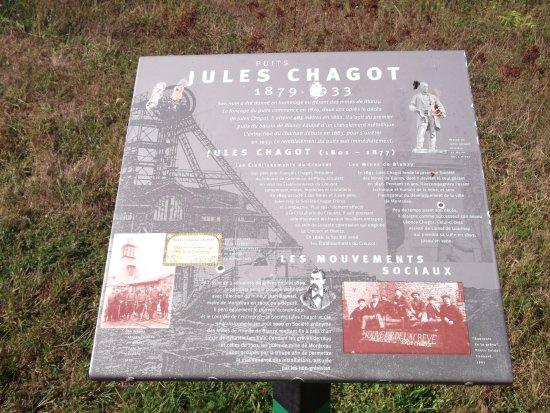 Montceau les Mines, Frankreich: The notice boards explain the history surrounding the mine/cast