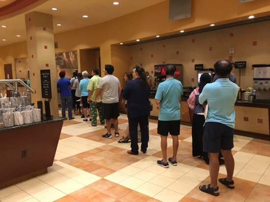 Embassy Suites by Hilton San Marcos - Hotel, Spa & Conference Center: Loooooong queue for breakfast