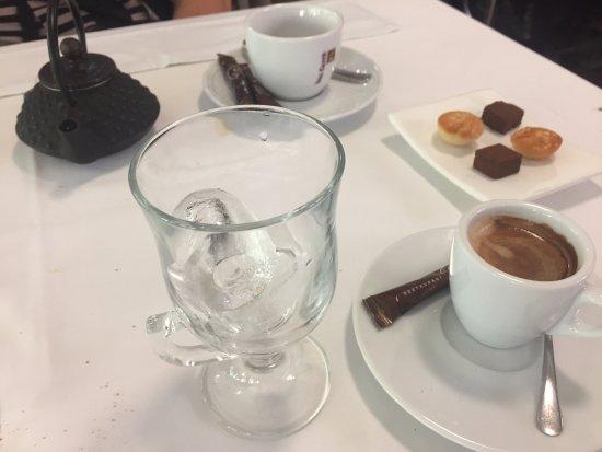 Restaurant Can Jepet: Cafes y pastitas de cortesía