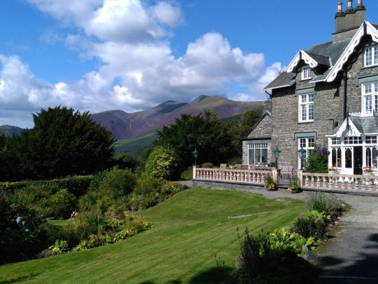 The Grange Country House: The view to Skiddow