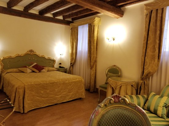 Hotel Al Ponte Mocenigo: 20170817_194329_large.jpg