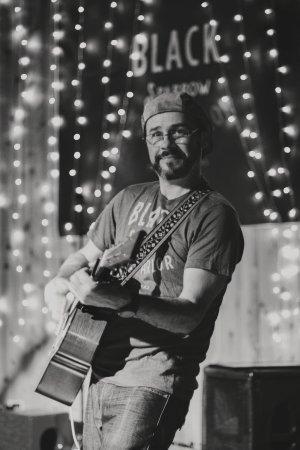 Taylor, Τέξας: Bodi Shrugs @ Black Sparrow Music Parlor