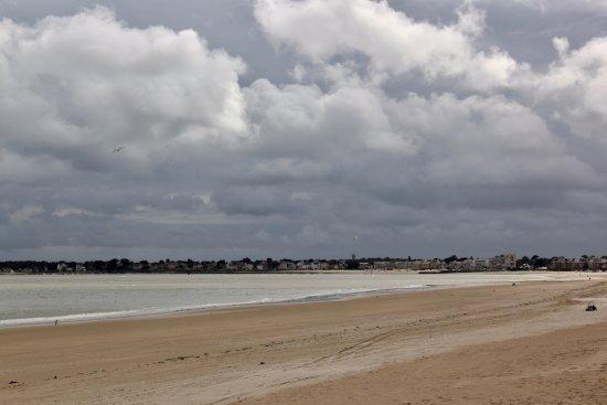 Mercure La Baule Majestic: La Baule beach towards Pouliguen