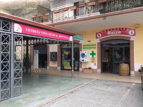 Contursi Terme, Italy: Enoteca