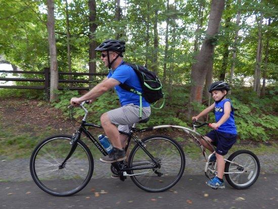 Adams, แมสซาชูเซตส์: Bike trailer option for younger kids