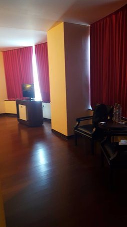 favehotel MEX Surabaya: Suite room. Outdated design. Small size TV compared with the room size