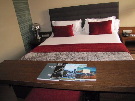 Olivia Plaza Hotel: bed