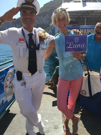 Hotel Luna: Smiling, happy Pino will meet you at the dock, take your luggage and give you tix to the funicul