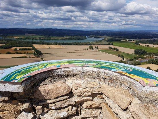 Mornas, France : Vue de la tour du guet sur la vallée du Rhône