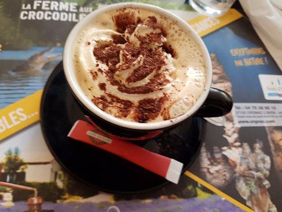 Mornas, Frankrike: Cappuccino
