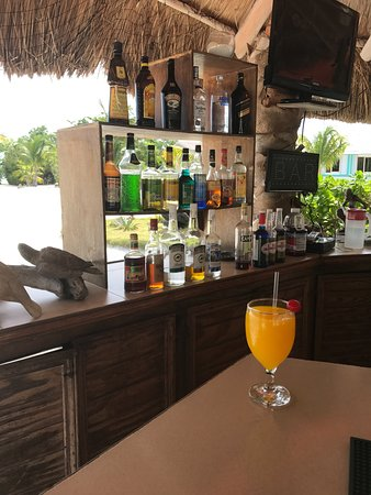 Royal Palm Island Resort: Bar open all day :)