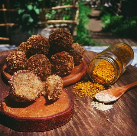 Chunky nut high-vibe balls - Picture of Medicine Foods Cafe