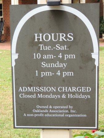 Oaklands Mansion: sign