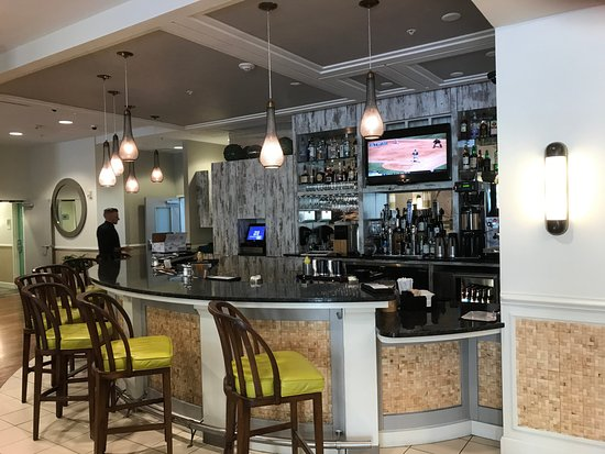 Hotel Indigo Sarasota: Just off the restaurant, they have carved a bar out of their lobby