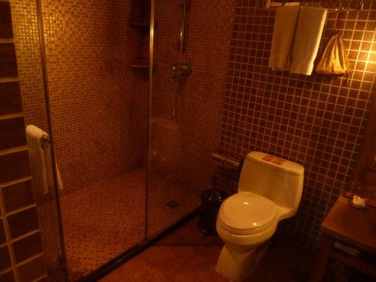 โรงแรมคอร์ทยาร์ด เซเว่น: Dusche