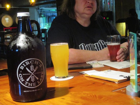 Long Lake, MN: Brewed beer with a Growler to go.