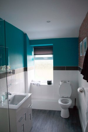 The Headlands Hotel: just refurbished hot and powerful shower
