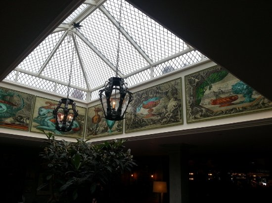 The Ivy Marlow Garden: ARTISTIC ROOF