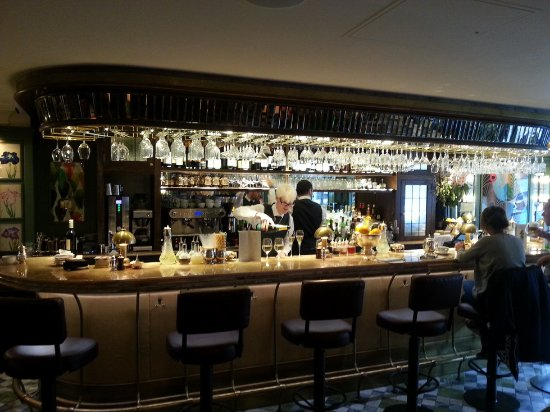 The Ivy Marlow Garden: THE BAR