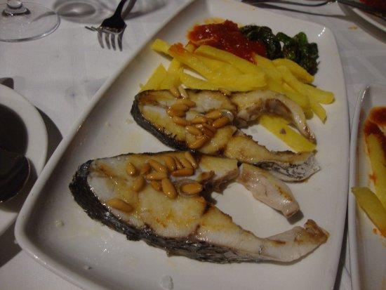 Isla Plana, Espagne : corvina con patatas tomate y piñones