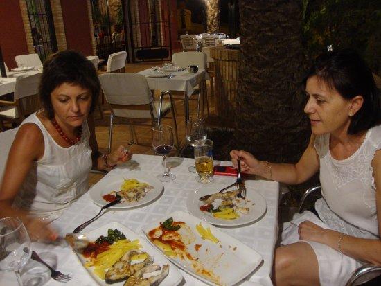 Isla Plana, Espagne : cenando con dos amigas