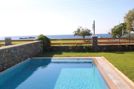 Horizon Line Villas: View of the private pool and the sea beyond