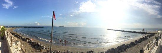 Fiesta Inn Veracruz Boca del Rio: Panorámica de playa, 13:30 hrs.