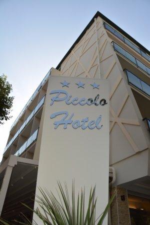 Piccolo Hotel : Nuova insegna