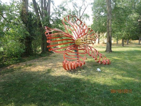 Goldendale, WA: lawn sculpture