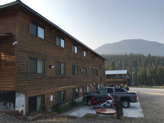 Super 8 by Wyndham Cooke City Yellowstone Park Area: Hotel von außen