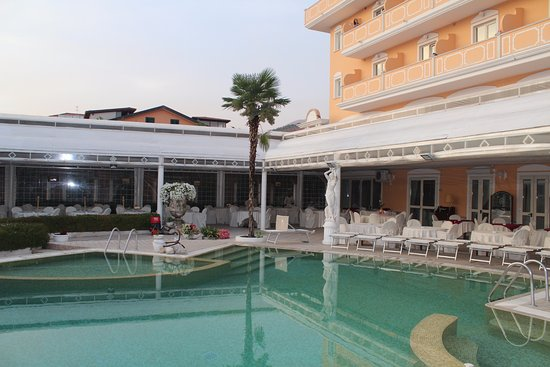 Grand Hotel Osman: Piscina