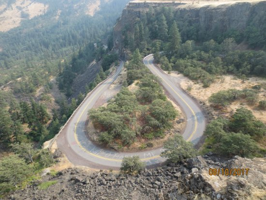 Mosier, OR: Winding road to viewpoint