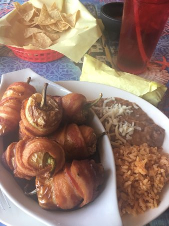 Wickenburg, Αριζόνα: Tortitos -- peppers stuffed with cheese and shrimp