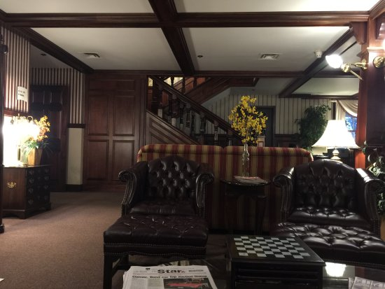 Auburn, IN: Lobby is very relaxing and a great place to work on computer.