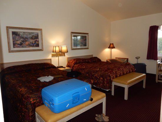 Edgewater Inn : Nice and spacious room for max. 4 persons