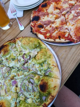 Tualatin, OR: Pesto chicken and Isola Bella (shaved ham and pineapple) pizzas.