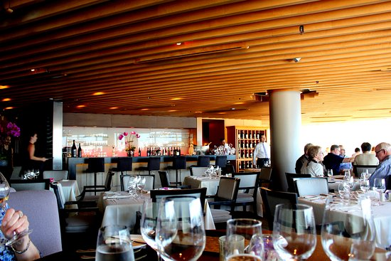 Five Sails Restaurant: Dining room and bar.