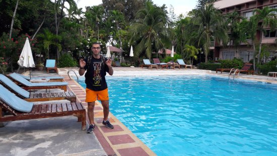Basaya Beach Hotel & Resort: The pool view