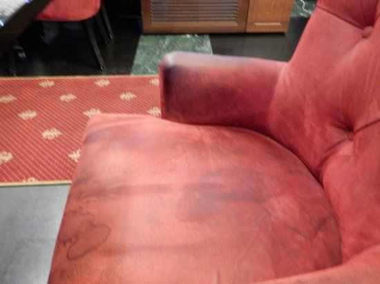 Roland Cafe & Restaurant: Worn and dirty chair