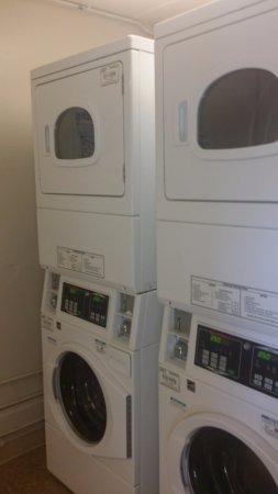 La Quinta Inn Fort Myers Central: guest laundry