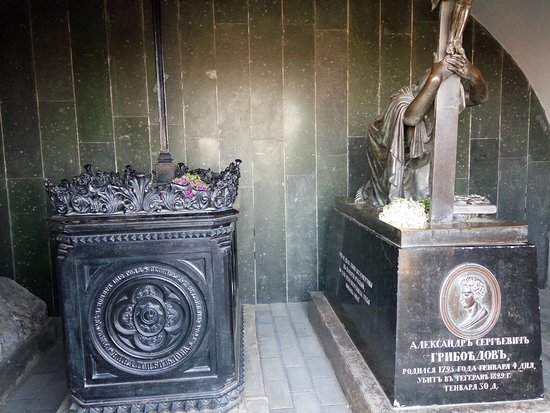 могила Грибоедова и супруги - Изображение Пантеон писателей и общественных  деятелей Грузии Мтацминда, Тбилиси - Tripadvisor