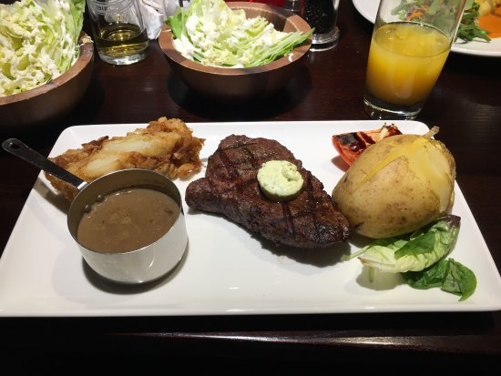 Studley, UK: Absolutely amazing food . Best steaks my family have ever had , and my salmon and sauce was perf