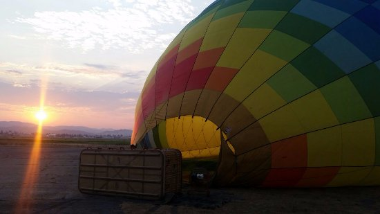 Up & Away Ballooning : Inflating the balloon