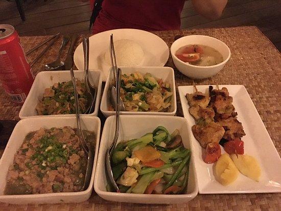 Viroth's: 環境還不錯,菜色是旅行社配好的 所以比較偏中式 口味會合台灣人,不會過鹹