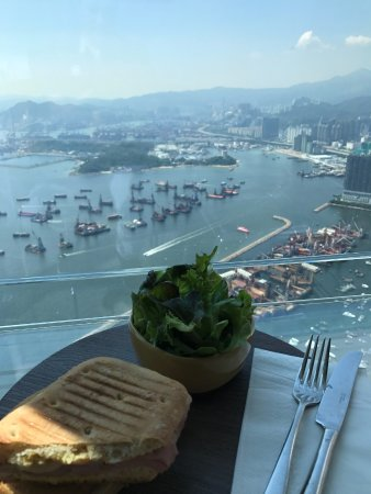 Cafe 100 by The Ritz-Carlton, Hong Kong: Best view for lunch