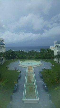 Oceanview Hotel & Residences: 低層階からのタモン湾