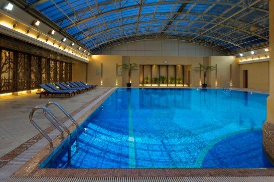 Radisson Blu Hotel Shanghai New World: Swimming Pool