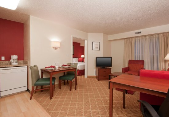 West Springfield, MA: One-Bedroom Suite